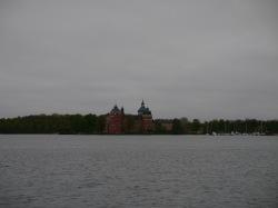 Wir fahren um die Ecke und erblicken das Schloss...