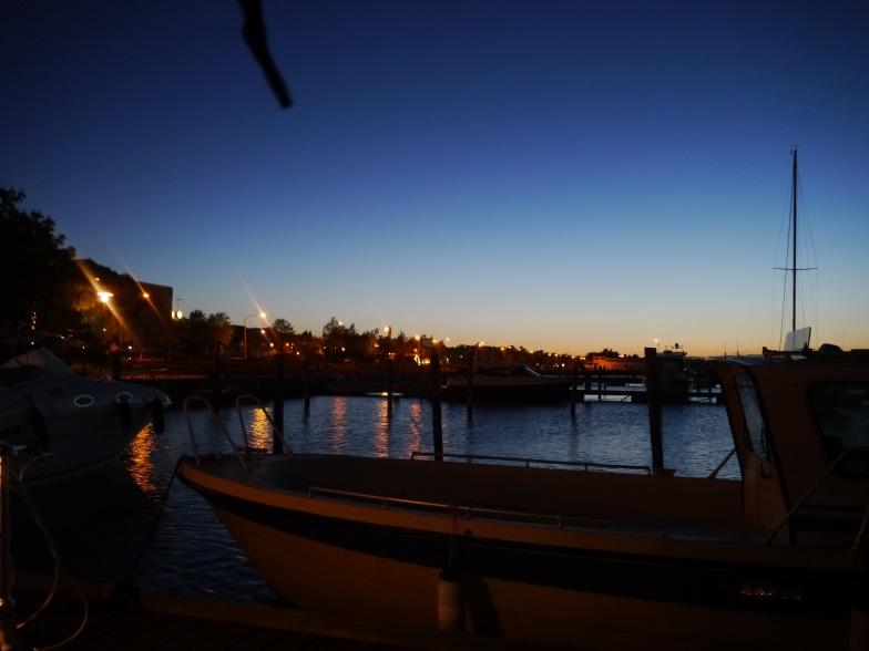 Mariehamn: Nachts um 1.00 im Hafen
