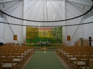 eine sehr helle freundliche Kirche...innen