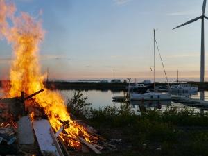 Midsommarfeuer in Kiviniemi
