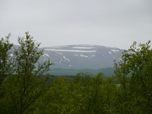 es liegt noch Schnee auf den Bergen