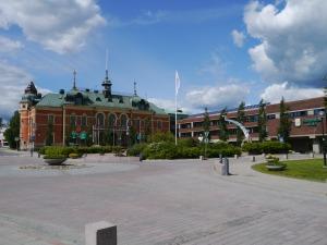 Stadtplatz mit Hotel bilden den Mittelpunkt von Haparanda.