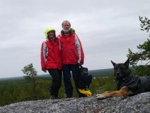 Trotz starkem Regen machen wir eine Wanderung auf einen Berg