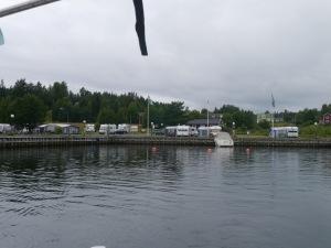 Der Hafen Barsta liegt direkt an einem Stellplatz für Wohnwagen. Für uns sehr günstig!!
