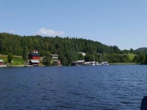 Ansicht von dem gemütlichen Hafen Lövvik