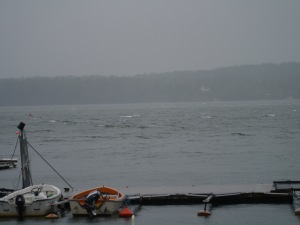 Es weht mit ca. 30 Knoten und ein ordentlicher Schwell steht schon in der Bucht.